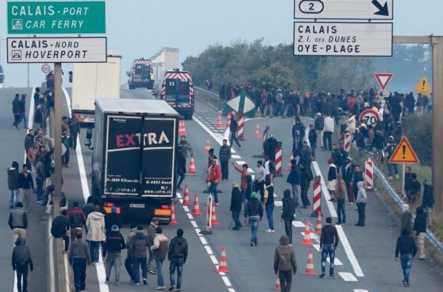 V4 Report: Macron to ask U.K. To Take In More Calais Migrants