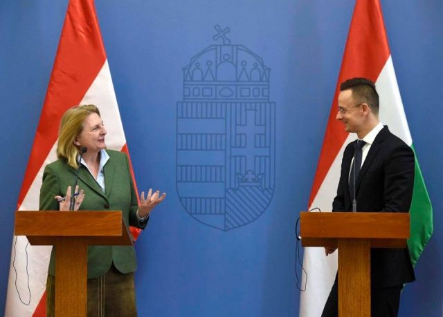 V4 Report: Austria and Hungary : Friendship between Austria and Hungary has been restored, Foreign Minister Peter Szijjarto told a press conference after talks with his Austrian counterpart Karin Kneissl on Thursday.