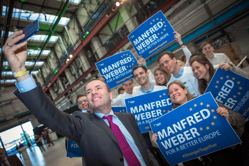 Typical of Manfred Weber of Germany (CSU-EPP) to take selfies…Donald Tusk and Weber are made for each other and the EPP.