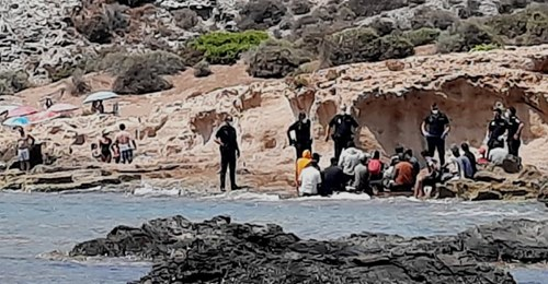 97 illegals reach Murcia coast as another convoy of small boats arrive from Africa