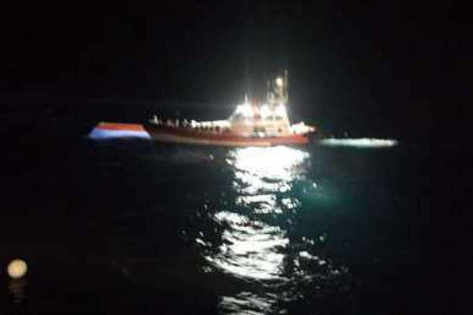 Migrants rescued from shipwreck off Lampedusa, search for missing continues