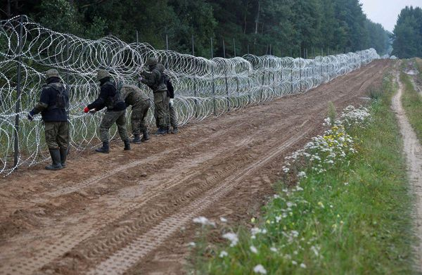 Poland discovers evidence of extremism on illegal migrants' phones.
